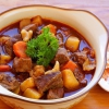 Гуляш з яловичини з підливою з яловичини: готуємо смачні м'ясні страви на сковороді і в мультиварці