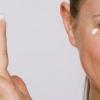 Як правильно доглядати за шкірою навколо очей?
