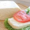 Калорійність і користь адигейського сиру
