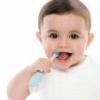 Молочні зуби маленького дитини