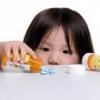 Небезпека отруєнь маленьких дітей