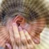 Від чого виникає свист у вухах, як лікувати?