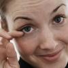 Чому смикається нижню повіку лівого і правого ока - причини