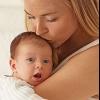 Чому після годування дитина гикає?
