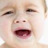 Прорізування перших зубів у дитини
