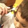 Сірчані пробки в вухах у дітей: симптоми, лікування, що робити потім
