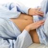 Желтые выделения с кислым запахом у женщин: возможные заболевания, их диагностика и профилактика